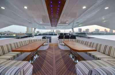 Majesty 122 Fly-bridge seating