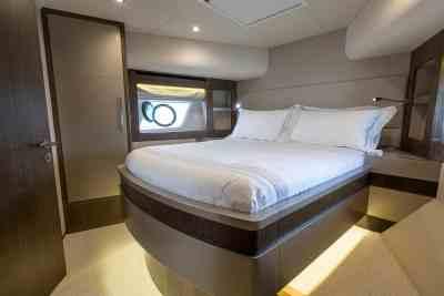 Majesty 62 Forward VIP Cabin