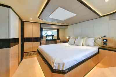 Majesty 90 Forward VIP Stateroom