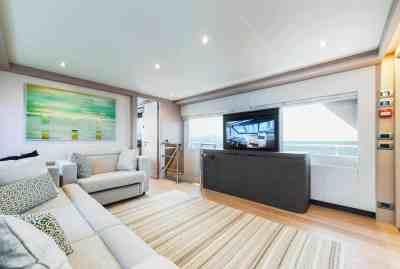Nomad 75 SUV Sky Lounge