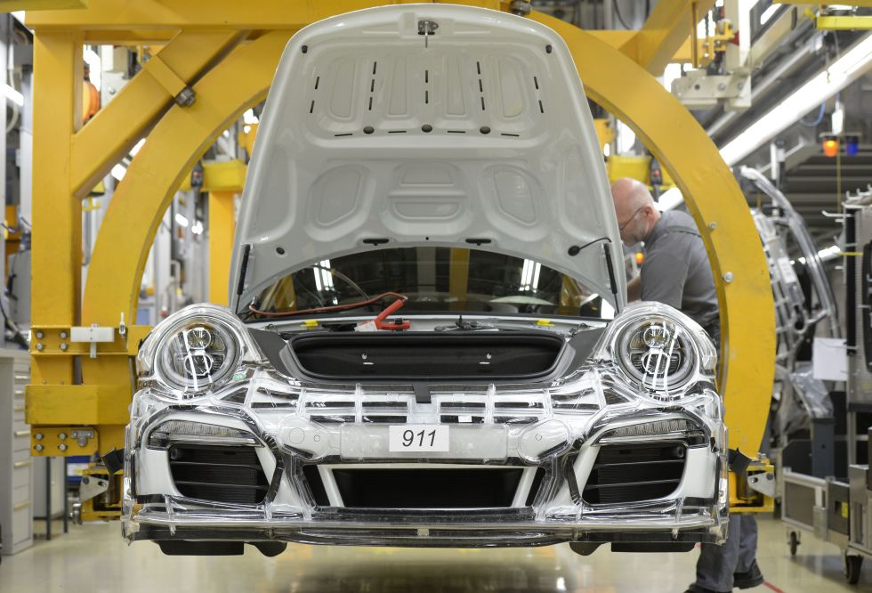 A 911 comes down the assembly line.  Photo: Thomas Kienzle/AFP/Getty Images