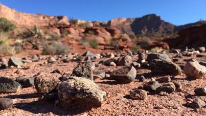Interessante Steine entlang des Weges