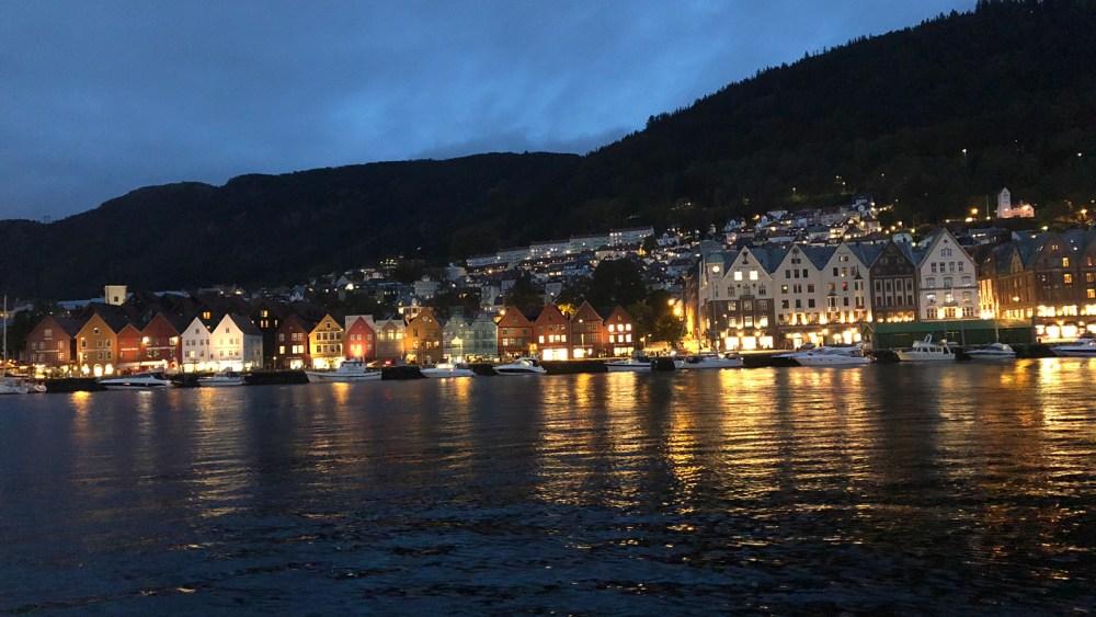 Hanseviertel Bryggen bei Nacht