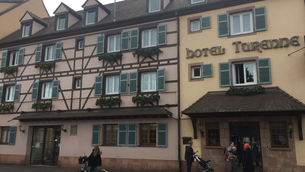 Die Frontansicht des Hotels Turenne in Colmar