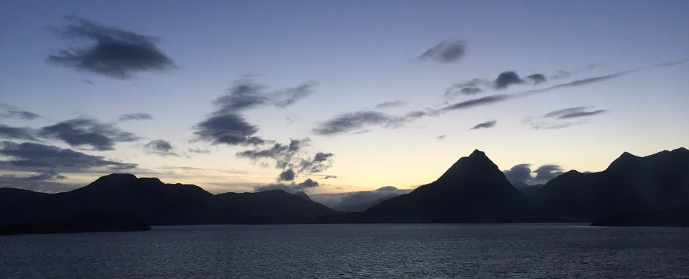 Sonnenaufgang beim nördlichen Polarkreis