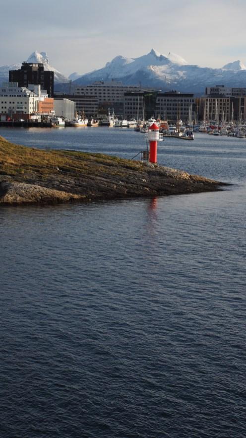 Bodø mit seinen Hausbergen im Hintergrund
