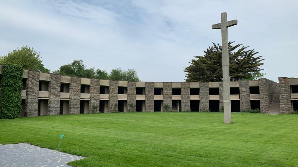 Deutscher Soldatenfriedhof Mont d'Huisnes