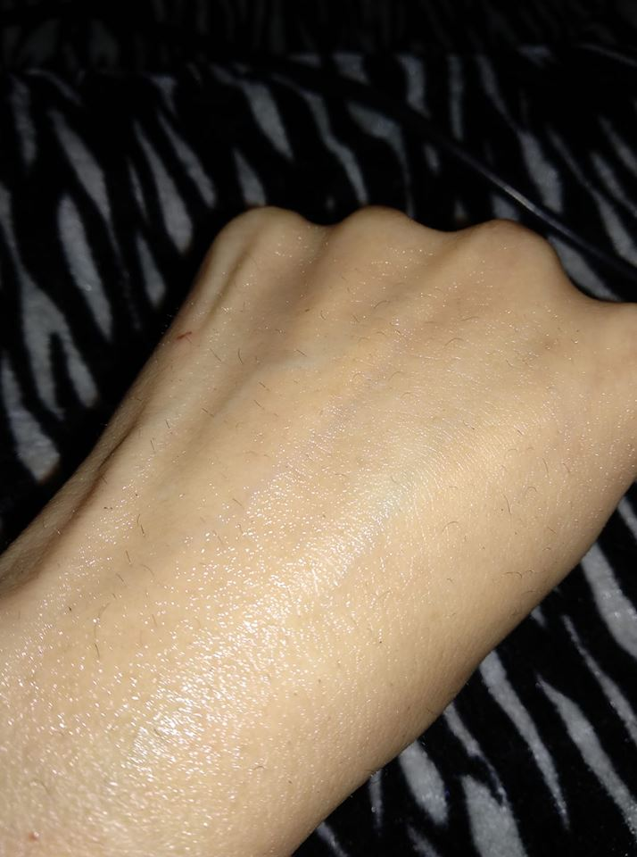 VLCC Butter Moist Facial Kit wrap swatch