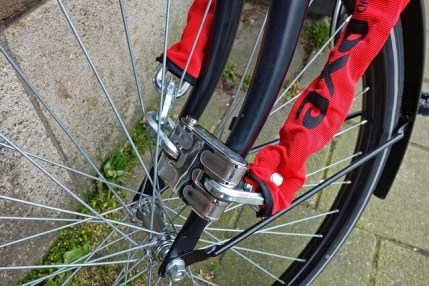 how to lock a bicycle