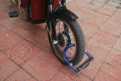 locking bike with U-lock