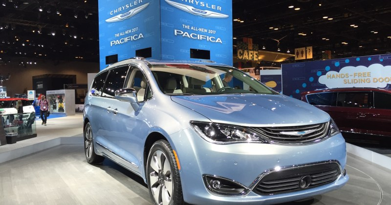 Chrysler Pacifica Hybrid Minivan