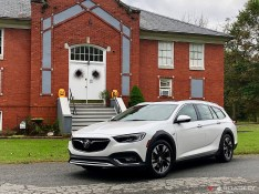 2018-Buick-Regal-TourX-02