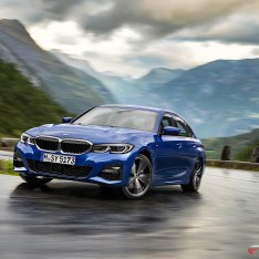 2019-BMW-3-Series-330i-330xi-07