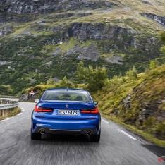 2019-BMW-3-Series-330i-330xi-12