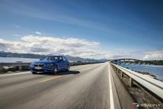 2019-BMW-3-Series-330i-330xi-17