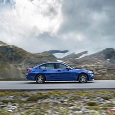 2019-BMW-3-Series-330i-330xi-20