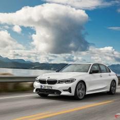 2019-BMW-3-Series-330i-330xi-43