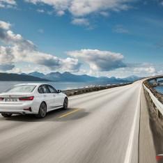 2019-BMW-3-Series-330i-330xi-44