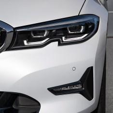 2019-BMW-3-Series-330i-330xi-70