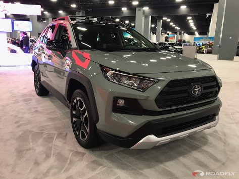 2019-Toyota-RAV4-04