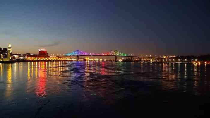 Pont Jacques-Cartier illuminé