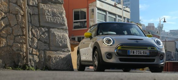 roadrugcars road rug cars mini cooper se electric from front moonwalk grey