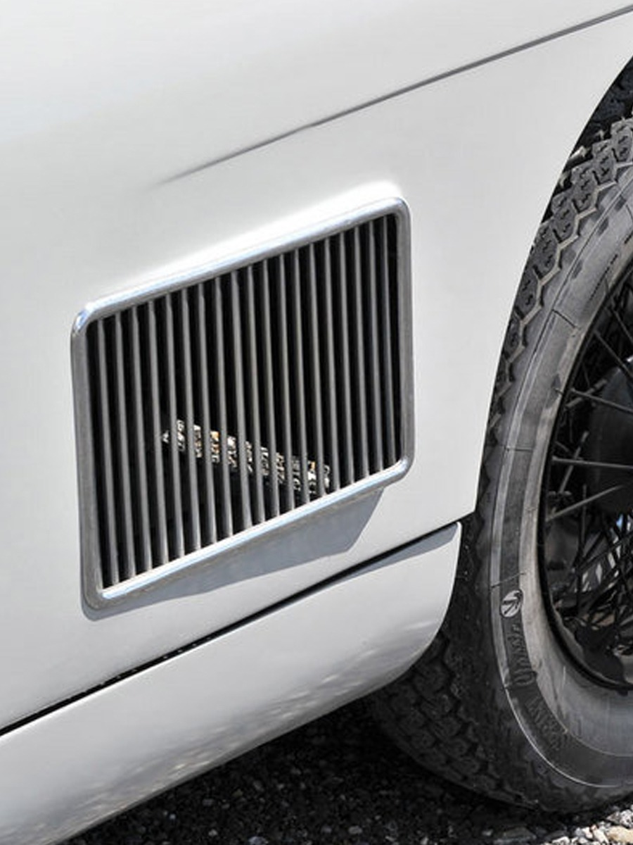 aston martin washboard lateral grille