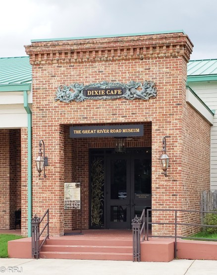 Great River Road Museum entrance
