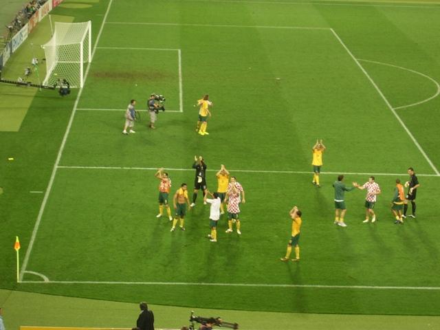 Socceroos applaud Stuttgart fans