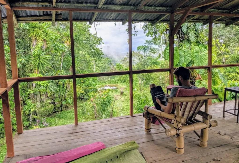 Blick aufs Meer im Bolita Rainforest Hostel