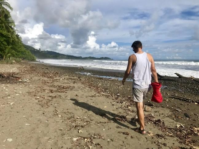 Strandspaziergang am Playa Dominical