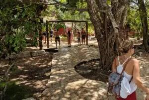 Duschen in der Gran Cenote in Tulum