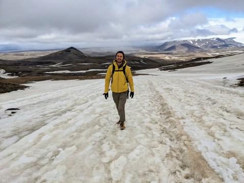 Wanderung zum Kerlingarfjöll über Schneefelder im Juni