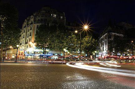 paris_at_night_04-by-lookingthroughtheglass-at-flickdotcom.jpg