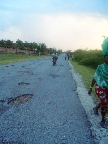 on-the-road-in-kenya-by-roadsofstone