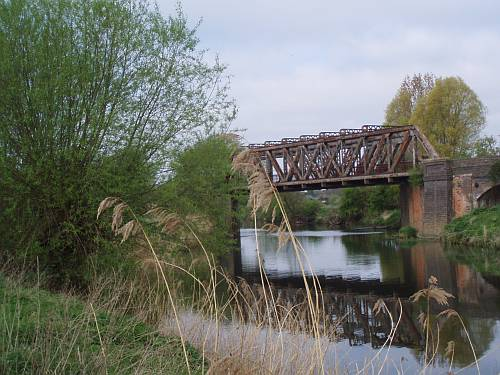 stratford-upon-avon-england-the-cantilever-bridge-apr-2009-by-roadsofstone