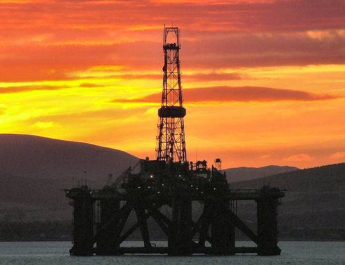 sunset-oil-rig-ss-petrolia-cromarty-firth-scotland-by-ccgd-flickr