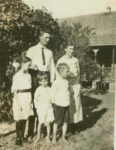 1922-frankeasley-family