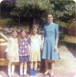1974-motherandgirls