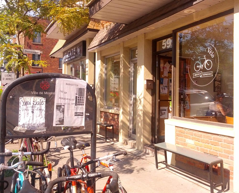Le Vieux Velo breakfast diner in Montreal