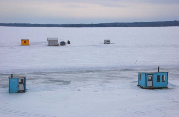 ice-huts-on-the-ottawa-river