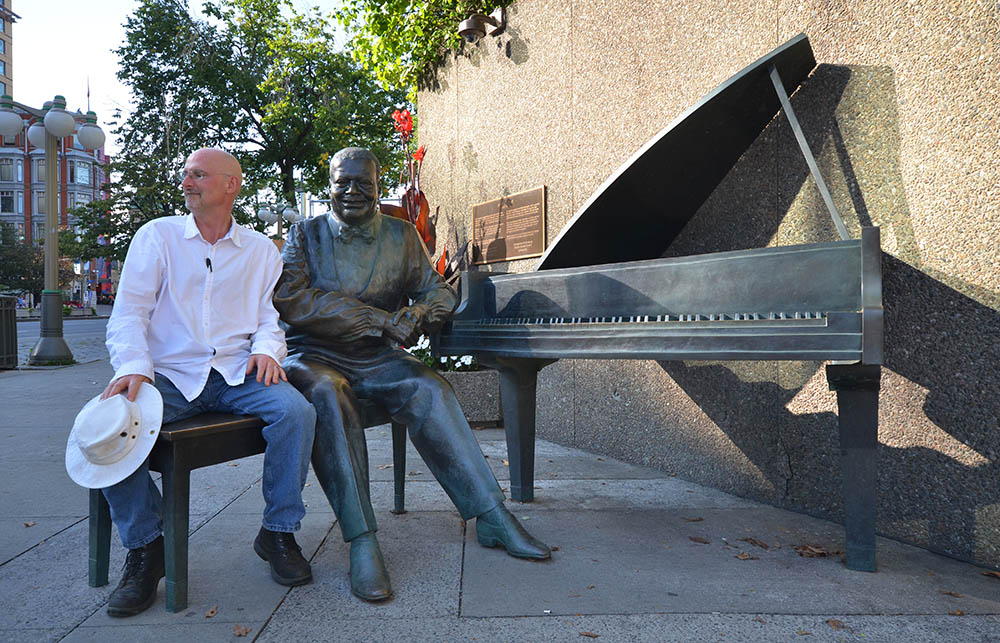 Ottawa Oscar Peterson statue