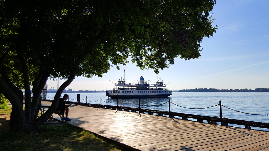 Toronto islands ferry trails
