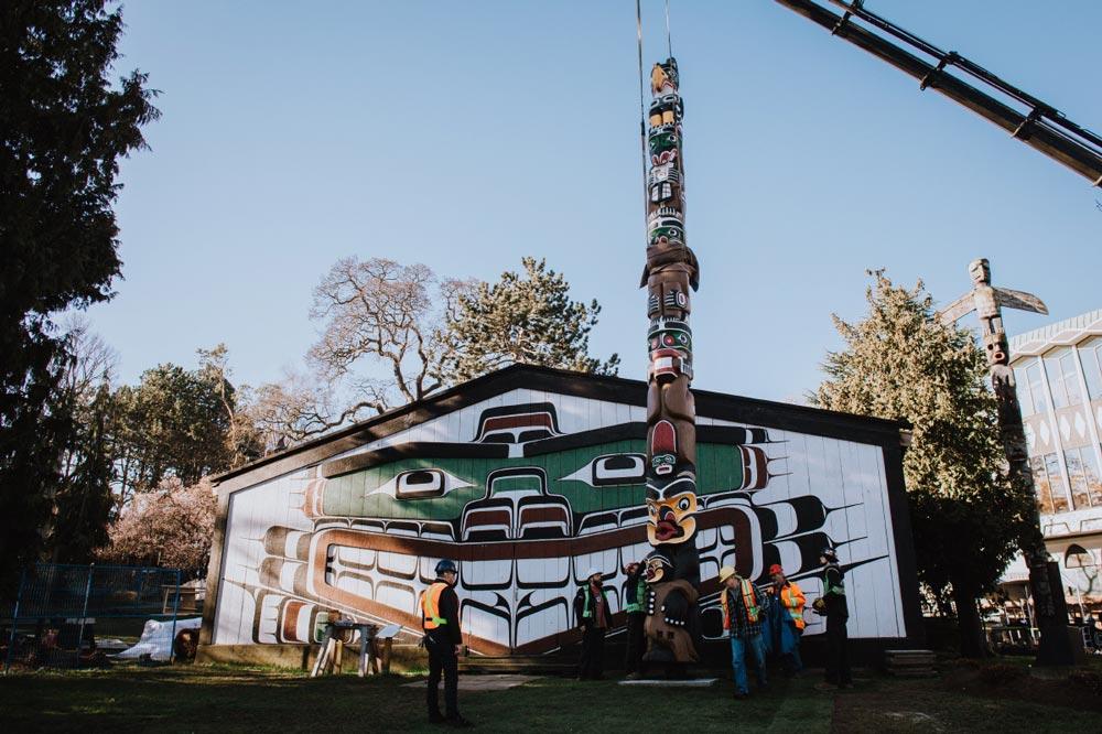 totem pole Thunderbird Park Victoria, B.C.