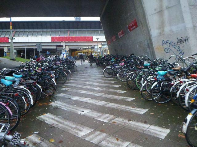 Vélo devant la gare RAI - Amsterdam