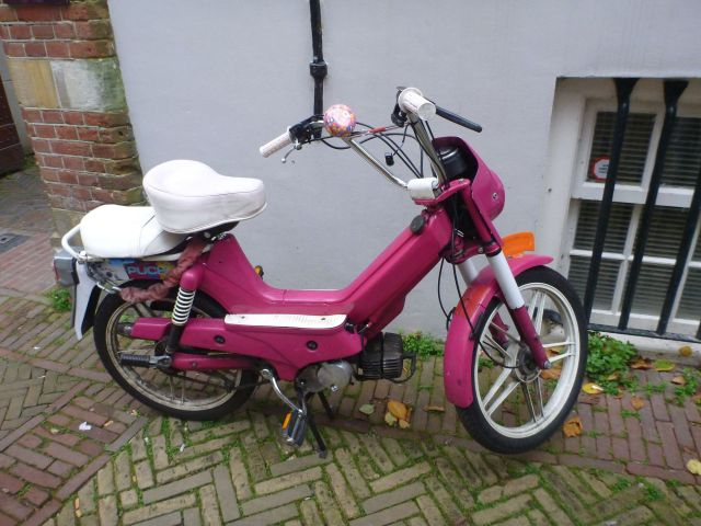 La mobylette rose - Amsterdam