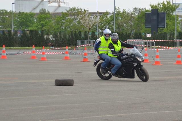 Un tour de pneu avant le tour de Corse ^^