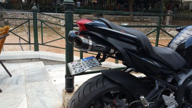 La plaque de moto repliable