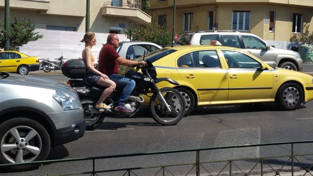 "Des ""motards"" à Athènes"