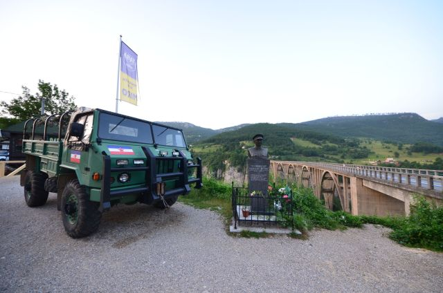 Stèle devant le pont Đurđevića